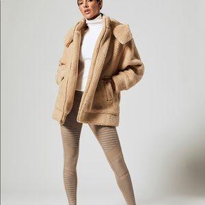 NWT Alo Yoga Norte sherpa coat camel size L